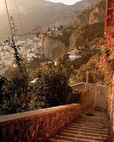 Walking down from Nocelle to Arienzo via the ancient footpath, Amalfi Coast, Italy