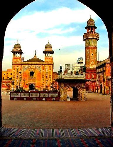 Wazir Khan Mosque in Lahore / Pakistan