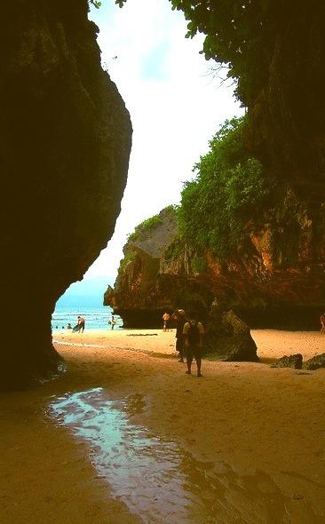 Uluwatu hidden beach, Bali / Indonesia